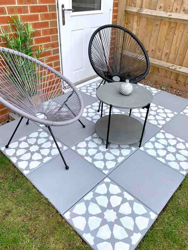 how to paint stencil concrete patio paving slabs